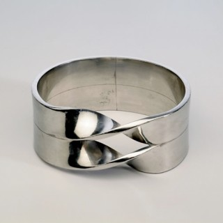 NN probably FvdB - inv nr 18.2006 - bracelet aluminium double twist FOTO VAN WEB