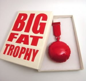Passama Noon - inv nr xx - Big Fat Trophy Ted Noten 2008 FOTO VAN WEB