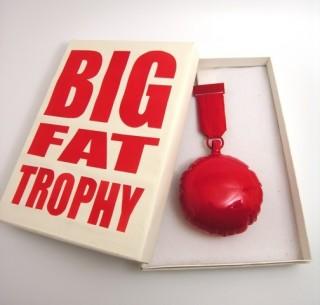 Passama Noon - inv nr xx - Big Fat Trophy Ted Noten 2008 FOTO VAN WEB