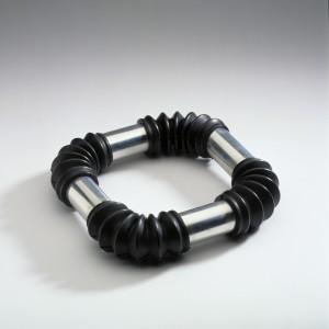 Peters Ruudt – KNB 392 – Halssieraad rubber aluminium 1972